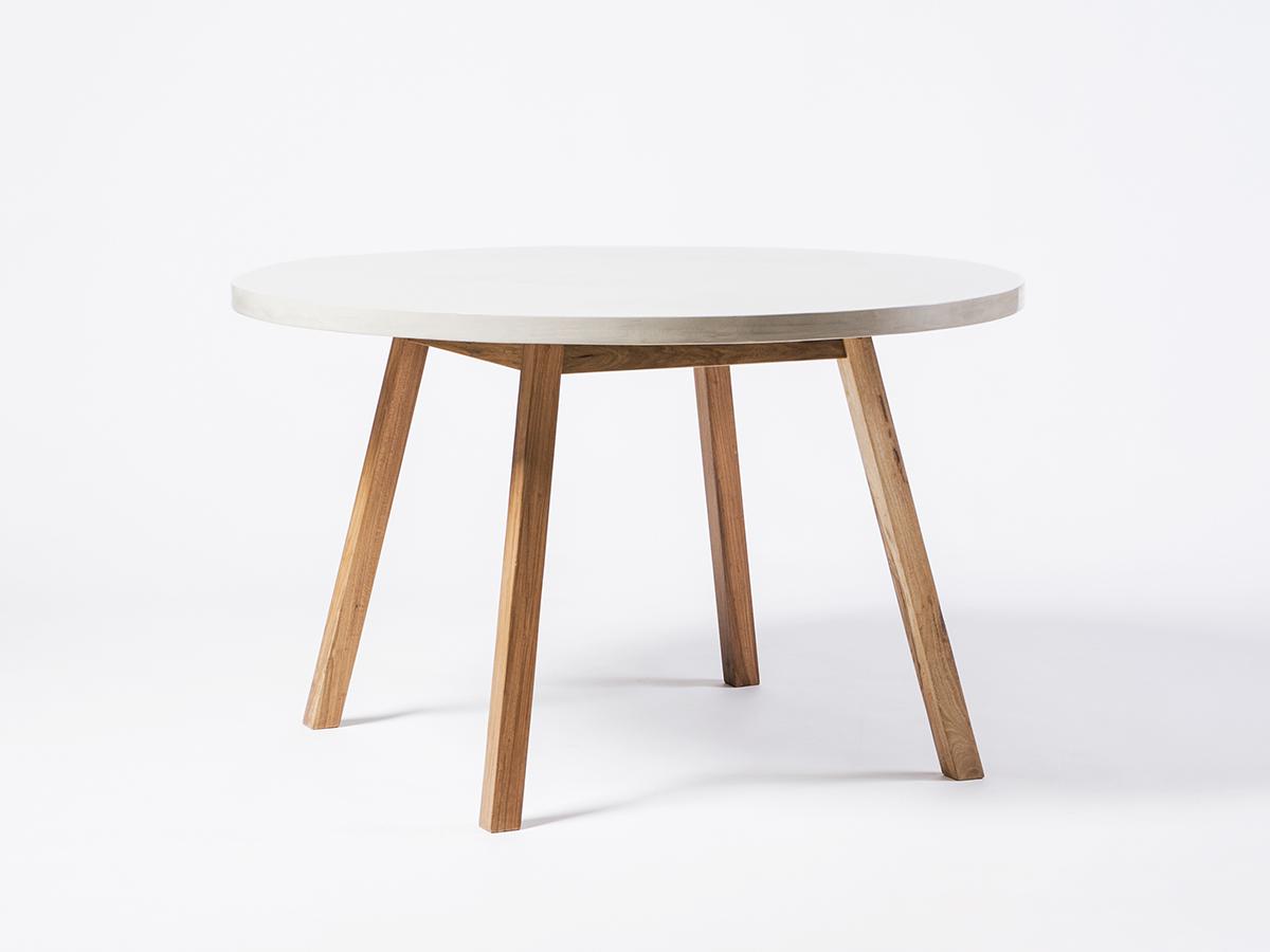 mesa redonda de interior estilo nórdico escandinavo
